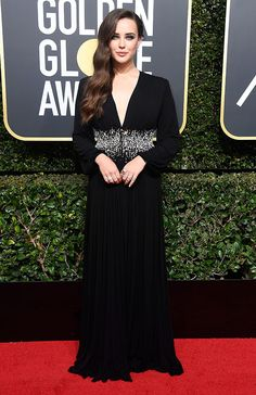golden_globes_2018_katherine_langford_1a Jessica Biel, Jessica Chastain, Jamie Chung, Diane Kruger, Allison Williams, Kate Hudson, Black Dress Makeup, Dress Black, Nicole Kidman