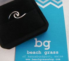 This curling ocean wave ring is made of 925 sterling silver, delicately designed and ultra-thin. Available in three sizes: 7 and Perhaps one of the ocean's greatest metaphors for life is a curli Beach Grass, Hipster Chic, Sea Glass Ring, Wave Ring, Unique Bracelets, Couple Rings, Ring Necklace, Earrings, Beach Jewelry