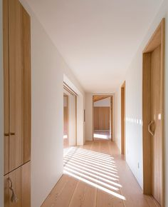 Like minimal feel, no kickboards etc, doors Corridor Design, Interior Architecture, Interior Design, Minimal Home, Scandinavian Home, Sweet Home, New Homes, House Design, Jackson Hole