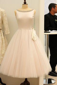 Campbell - like your black audrey dress! Vintage Style Wedding Dresses, Vintage Dresses, Nice Dresses, Short Dresses, Tea Length Wedding Dress, Tea Length Dresses, Grey Bridesmaid Dresses, Prom Dresses, Bridesmaids