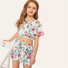 Find the trending Rompers, Dresses and outfits for your tween. Explore our collections of holiday Rompers, dresses, exercise outfits adorable pants. Girls Dresses Tween, Bow Shorts, Crop Top Set, Girl Sleeves, Trending Today, Beautiful Little Girls, Kinds Of Clothes, Tween Fashion, Sleeve Styles