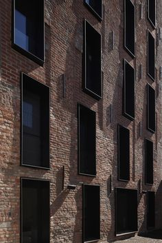 The Long Brick House: A Retirement House with A Giant Bookshelf and Thick Brick Wall Detail Architecture, Brick Architecture, Contemporary Architecture, Interior Architecture, Drawing Architecture, Brick Detail, Building Facade, Brick And Stone, Facade Design