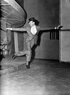 "Fred Astaire-""Broadway Melody of Golden Age Of Hollywood, Classic Hollywood, Old Hollywood, Shall We Dance, Just Dance, Tap Dance, Classic Movie Stars, Classic Movies, Fred And Ginger"