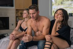 """Justin Hartley dishes on the major plot twist from the first episode of """"This Is Us,"""" plus how it will affect the show in the future. Justin Hartley, Serie This Is Us, Series Premiere, Drame, Watch Tv Shows, Tv Shows Online, Star Wars Rebels, Hollywood Life, New Shows"""