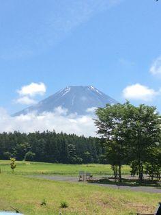 今日の富士山 この間積った雪も溶けました! これからお天気下り坂… 台風も発生してますので お出かけの際にはお気をつけてくださいね!  #道の駅朝霧高原#富士宮#富士山 #天気下り坂#台風 詳しくは http://asagiri-kogen.com/73417/?p=5&fwType=pin