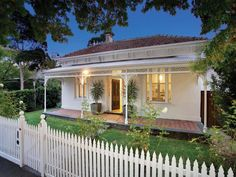 Photo of a pavers house exterior from real Australian home - House Facade photo 273080 Weatherboard House, Cottage Exterior, Pretty Room, Australian Homes, Facade House, House Front, Facades, Cottages, Fence