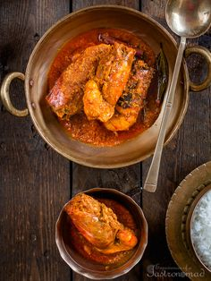 Chingri Maacher Malaikari, prawns cooked in coconut milk, is a delectable Bengali dish, without which a Bengali feast is hardly considered complete. Prawn Recipes, Fish Recipes, Indian Food Recipes, Asian Recipes, Ethnic Recipes, Fun Easy Recipes, Easy Chicken Recipes, Easy Meals, Healthy Recipes