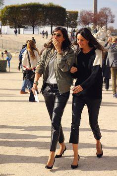 Emmanuelle Alt and Geraldine Saglio being cute
