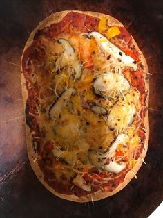 Veggie pizza, flat out protein up, pizza sauce, peppers, mushrooms, cheese