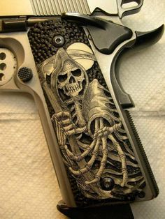 Omg!!!! LOVE!!! Want! Need for my 1911....
