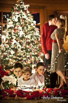 Fun Family Christmas Photos, Xmas Photos, Christmas Portraits, Family Christmas Pictures, Christmas Photo Cards, Christmas Humor, Funny Family Pictures, Christmas Photography, Family Photography