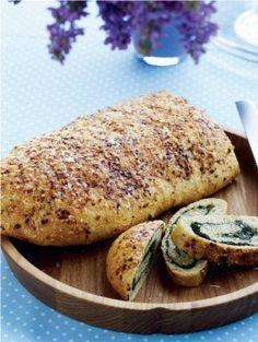 Udenpå ligner det et helt almindeligt brød, men indeni gemmer der sig et flot spiralmønster. (Recipe in Danish)