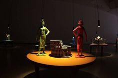 """Inauguración de la nueva exposición del MAV: """"Oniria"""" del artista Nadín Ospina. Table Lamp, Home Decor, Art Museum, Visual Arts, Museums, Artists, Table Lamps, Decoration Home, Room Decor"""