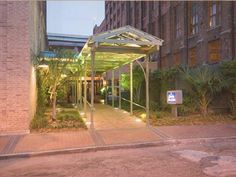 New Orleans (LA) Hampton Inn & Suites New Orleans Convention Center United States, North America Located in Central Business District, Hampton Inn & Suites New Orleans Convention Center is a perfect starting point from which to explore New Orleans (LA). The hotel has everything you need for a comfortable stay. All the necessary facilities, including facilities for disabled guests, Wi-Fi in public areas, valet parking, car park, laundry service, are at hand. Guestrooms are fitt...