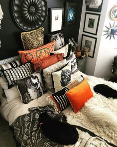 Oh I am spoiling you 3 pics in one day! Sleep for 195 hours a day ✅ Get up for few minutes and grab… Home Interior, Interior Design Living Room, Home Bedroom, Bedroom Decor, Bedrooms, Bohemian Bedroom Diy, Bedroom Inspo, Deco Boheme, Deco Design