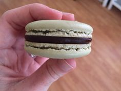 How To Make Beautiful French Macarons a. The Diva Cookie French Macaroon Recipes, French Macaroons, Macaron Flavors, Macaron Recipe, Candy Recipes, Cookie Recipes, Dessert Recipes, Salted Caramel Macaroons, How To Make Macaroons