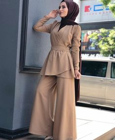 Modern Hijab Fashion, Hijab Fashion Inspiration, Islamic Fashion, Abaya Fashion, Muslim Fashion, Modest Fashion, Fashion Dresses, Hijab Style Dress, Casual Hijab Outfit
