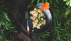 Käsespätzle im Dutch Oven sind ein absolutes Wohlfühlgericht im Herbst und Winter. Den Ursprung haben sie in Schwaben, im Allgäu bzw. in der Schweiz. Das Gericht erinnert an Berge, Skifahrten und urige Almhütten. Also das perfekte Gericht für den Dutch Oven. #dutchoven #dutchovenrezept #outdoorkueche #draussenkochen #outdoorcooking #castiron #castironcooking #castironrecipe #outdoorkochen #draußenkochen