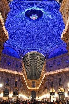 Christmas in Milan, Italy -BTubee.com