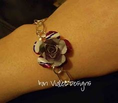 soda can flower bracelet...want to stuff like this and sale..<3 it