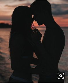 Romantic Boyfriend Girlfriend Pose Ideas for Photography - Creative Maxx Ideas Cute Couples Goals, Couples In Love, Romantic Couples, Romantic Things, Couple Goals, Romantic Photography, Couple Photography Poses, Photography Ideas, Friend Photography