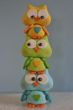 *SUGAR ART ~ I made this to go on top of a owl baby shower themed cake, gumpaste. These could be made out of polymer clay too. Polymer Clay Figures, Polymer Clay Animals, Fondant Figures, Fimo Clay, Polymer Clay Projects, Polymer Clay Creations, Clay Owl, Owl Cake Toppers, Owl Cakes