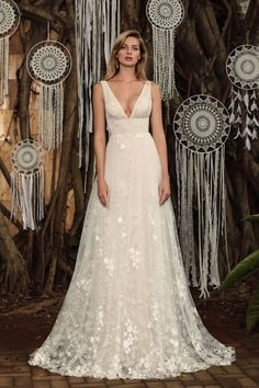 Jolene - BRIDAL - Chic Nostalgia - Bohemian and Romantic Wedding Dresses Classic Romantic Wedding, Romantic Wedding Colors, Bohemian Wedding Dresses, Wedding Dresses Plus Size, Elegant Wedding Dress, Wedding Dress Styles, Designer Wedding Dresses, Wedding Hairstyles With Veil, Bridal Gowns