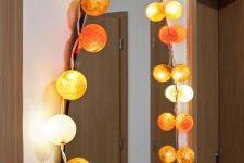 Bobule okolo zrcadla. Candle Sconces, Wall Lights, Candles, Lighting, Home Decor, Appliques, Decoration Home, Light Fixtures, Room Decor