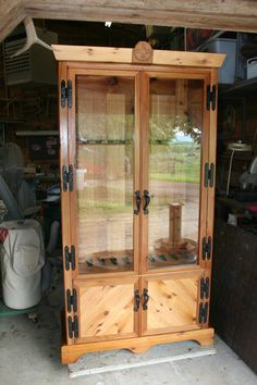 Gun Cabinet for hunting room The Effective Pictures We Offer You About Hunting Room design A quality Intarsia Wood Patterns, Wood Carving Patterns, Woodworking Projects Plans, Teds Woodworking, Gun Cabinet Plans, Gun Rooms, Gun Storage, Storage Ideas, Furniture Making