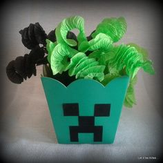 Cachepot Creeper para festa infantil no tema Minecraf. Não acompanha balas de côco. Mine Craft Party, Party Favors For Kids Birthday, Birthday Parties, Birthday Ideas, Minecraft Party Decorations, Minecraft Birthday Cake, Free Printable Invitations, Zombie Party, Mini Craft