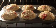 Plus de secrets pour les savoureux muffins «explosion de fruits» de chez Tim! - Recettes - Ma Fourchette Lemon Blueberry Muffins, Blue Berry Muffins, Muffin Bread, Beignets, Scones, Food To Make, Biscuits, Bakery, Deserts