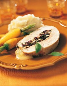 This is the Turkey Breast Stuffed with Madame Clément Camembert, Cranberries and Pecans recipe. Best Potato Recipes, Pecan Recipes, Cooking Recipes, Stuffing Ingredients, Cranberry Cheese, Feel Good Food, Turkey Breast, Holiday Recipes, Holiday Meals