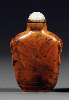 An amber snuff bottle, China, Qing dynasty, 19th century. Haut. 7,5 cm/H. 2 15/16 in