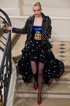 Sfilata Saint Laurent Parigi - Collezioni Autunno Inverno 2016-17 - Vogue