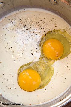 muffins-cu-dovlecei,-porumb-si-ardei-2 Eggs, Breakfast, Food, Egg, Hoods, Meals, Egg As Food