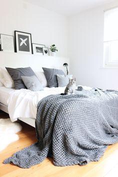 Die neue Decke für das Bett ist fast fertig gehäckelt... noch 3 Runden und es wird kuschelig. Sobald sie fertig ist teile ich die Schritt für Schritt Anleitung.