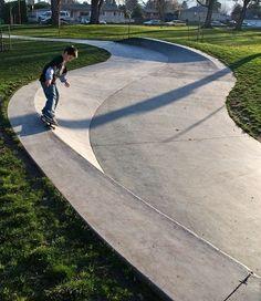 Ideia de aproveitamento de espaços: fluxos + lazer (esporte - skate)