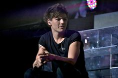 5 Things You Didn't Know About One Direction's Louis Tomlinson<<<<<< i bet i know them all!!(: