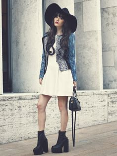 ♥ Click the pic to see what she's wearing ♥
