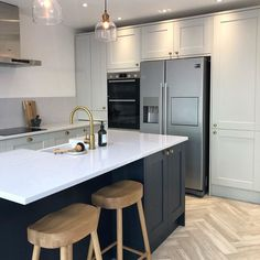 Country Kitchen Designs, Kitchen Room Design, Home Decor Kitchen, Kitchen Interior, American Kitchen Design, Open Plan Kitchen Dining Living, Living Room Kitchen, Howdens Kitchens, Home Kitchens