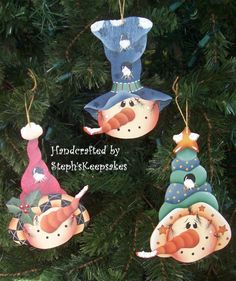 Snowmen Ornament Set Seasonal Holidays by stephskeepsakes on Etsy Snowman Decorations, Christmas Gift Decorations, Beaded Christmas Ornaments, Painted Ornaments, Wooden Ornaments, Snowman Ornaments, Snowman Crafts, Christmas Signs, Christmas Snowman