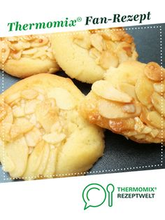 Mandelplätzchen Almond biscuits from A Thermomix ® recipe from the Baking Sweet category www.de, the Thermomix® Community. Biscuits, Winter Desserts, Le Diner, Almond Cookies, Biscuit Recipe, Winter Food, Cookie Recipes, Cupcakes, Food And Drink
