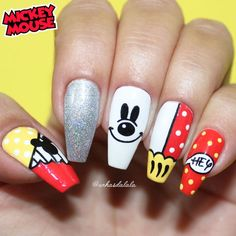 unhas decoradas mickey, unhas mickey, mickey, mickey mouse, mickey nail art, mickey nails Fancy Nails, My Nails, Coffin Nails, Acrylic Nails, Mickey Mouse Nails, Nails For Kids, Different Nail Designs, Diamond Nails, Nail Inspo
