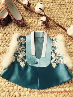 Korean Traditional, Traditional Fashion, Traditional Dresses, Pet Fashion, Fashion Beauty, Kids Fashion, Womens Fashion, Modern Hanbok, Culture Clothing