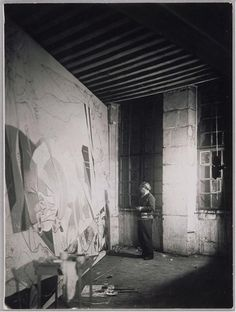 """Pablo Picasso painting """"Guernica"""" in his parisian studio by Dora Maar, 1937 Pablo Picasso, Picasso Guernica, Art Picasso, Picasso Paintings, Dora Maar, Famous Artists, Great Artists, Art History, Black And White"""
