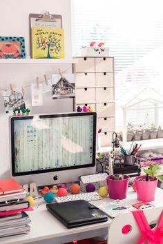 workspace, desk, iPad, notebook, notes, notatnik, calendar, kalendarz, biwuar, succulent, cactus, interior design, photo: Zenja blog