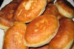 Быстрые пирожки на кефире с луком и яйцом