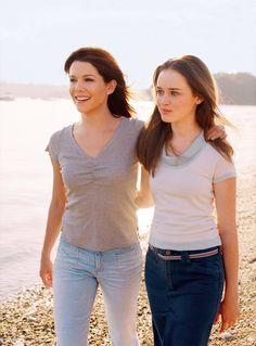 Gilmore-Girls-Alexis-Bledel-Lauren-Graham-Rory-Lorelai-beach-dvdbash08