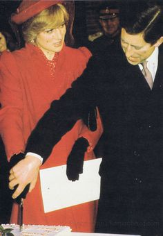 princess diana in guildford cathedral | Prince Charles and Princess Diana were pictured attending a Christmas ...
