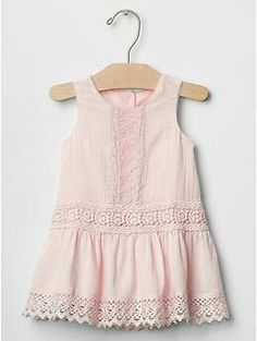 Discover a selection of baby clothes at Gap for cute outfits made with quality and style. Frock Design, Baby Dress Design, Ladies Dress Design, Baby Outfits, Little Girl Outfits, Kids Outfits, Girls Clothes Sale, Dresses Kids Girl, Moda Kids